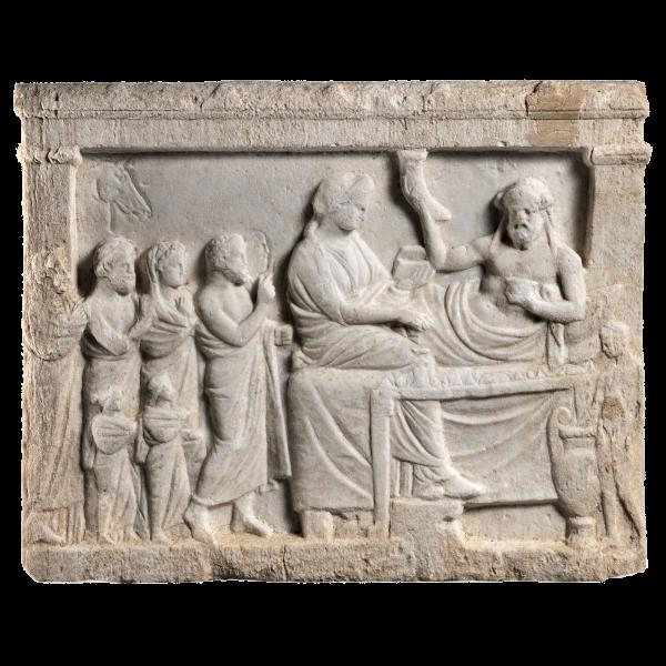Ανάγλυφο με παράσταση νεκρόδειπνου, δηλ. δείπνου προς τιμήν του νεκρού, τέλη 4ου - αρχές 3ου αι. π.Χ.